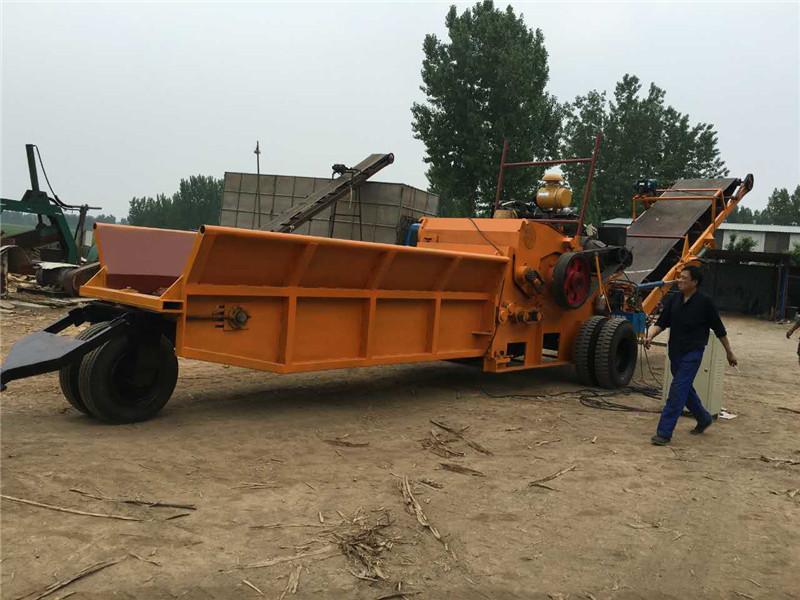 新型移动式木材破碎机日常移动工作