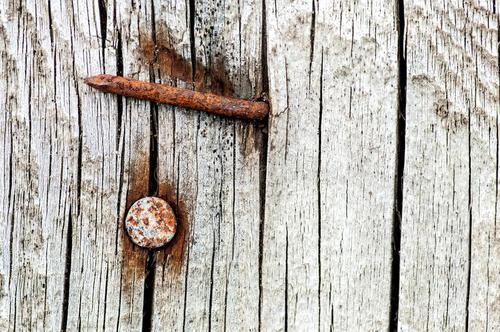 购买大型木材破碎机的用户怎么样解决带钉子的破碎问题
